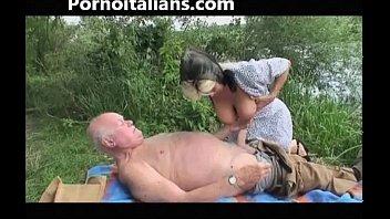 old slut does blowjob to old outdoors - vecchia fa pompino al nonno