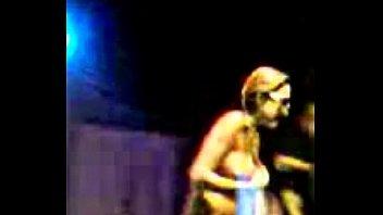 A Danadinha do Baile Funk jc(mulher sem no&ccedil_&atilde_o e sem roupa no palco)