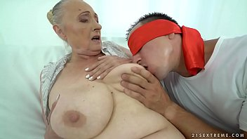 Blindfolded A Good Kiss On His Fat Mother