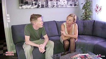 Monster Schwanz Stief Sohn fickt seine geile Deutsche Mutter - German Mom thumbnail