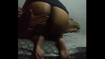 Cavala da Esposa tomando 3 dedos no cu e chupando