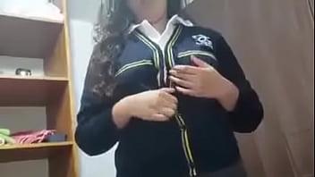 Hermosa colegiala despu&eacute_s del colegio cogiendo con el novio. Ver video completo en: https://jwearn.com/Video1