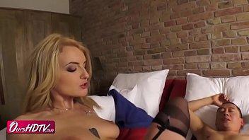 ブロンド白人美人な巨乳デカ尻JDと黒ガーターストッキングセクシーランジェリーでセックス