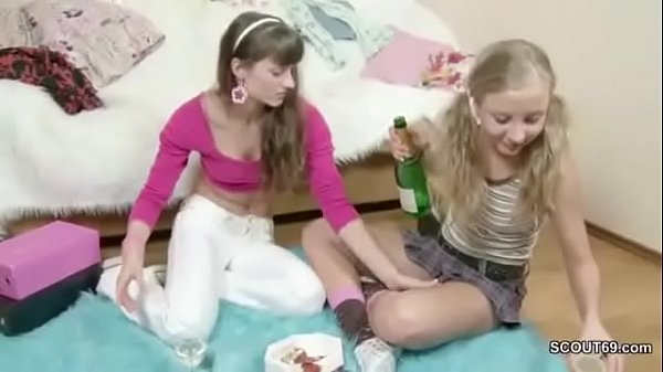 Két szexi részeg lány testvér szexelnek