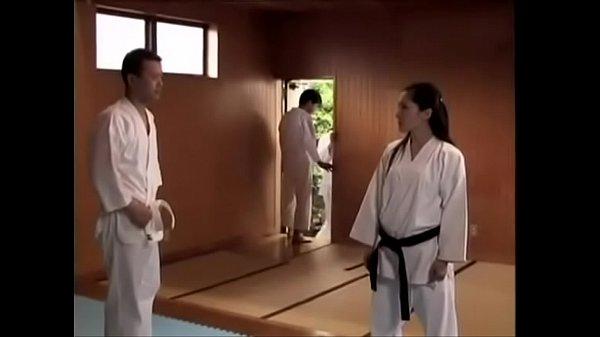 uncenหนังโป๊ หนุ่มเล่นยูโดกับสาวจนเงี่ยน เลยต้องพากันไปต่อด้วยการเย็ดบนห้อง