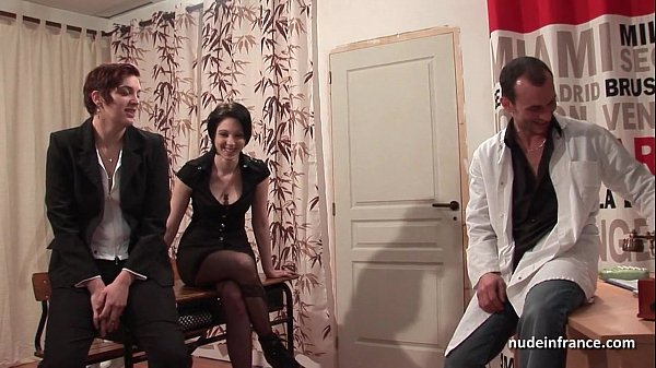 FFM Amateur french babes fisting gaping and squirting in threeway