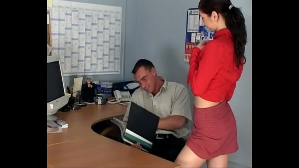 Замутила еблю секретарша в чулках