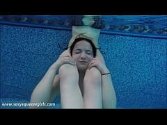 Underwater Girl vs Girl Head Scissors