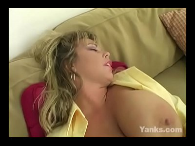 Sexual MILF Amber Fingers Her Pussy