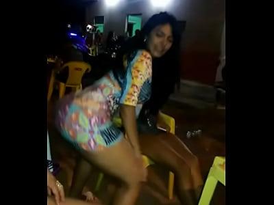 brasileña perreando