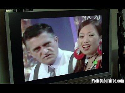 Usun Yoon follando en la Giralda con Toto Garcia