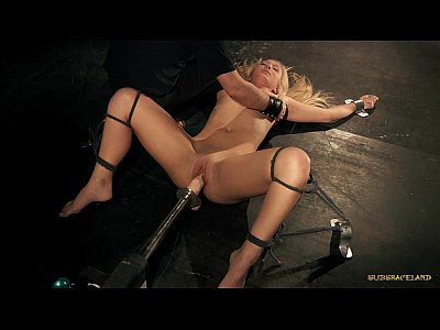Curvy hot blonde nailed by huge fuck machine