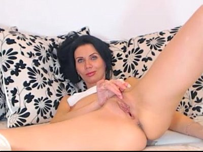 webcam european Russian MILF slowly plays with herself and smirks -tinycam.org