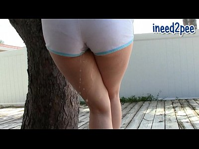Candi Apple is wetting her pants!