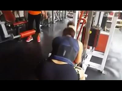 daysi araujo peruana culona haciendo ejercicios