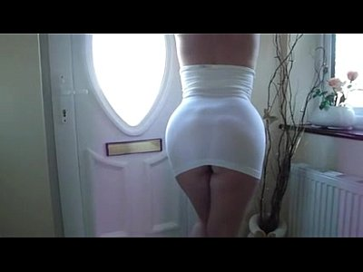 mature booty in short white dress - pormo.co