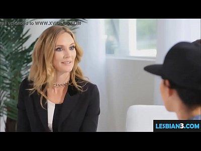 fucking my lesbian girlfriend in fron of mom