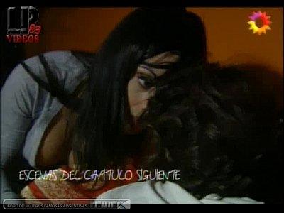 Video de Celeste cid en para vestir santos beso lesbiana pela tetas