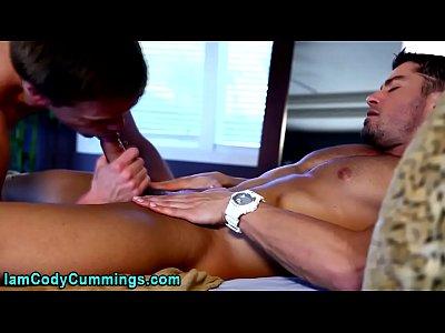 Cody Cummings facializes