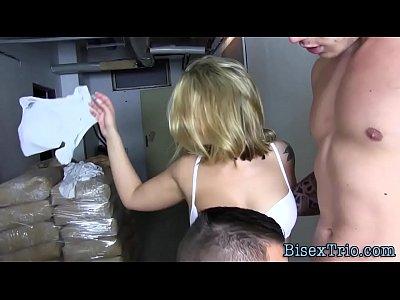 Bisex hunk gives blowjob