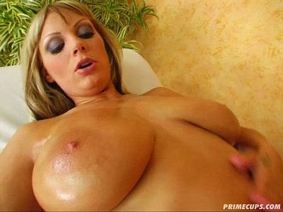 Prime Cups DD Big tits babe plays with her pussy