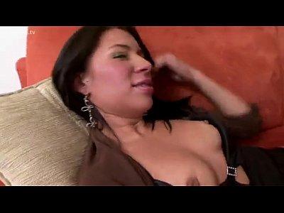 la patrona madura y la sirvienta joven lesbianas colombianas