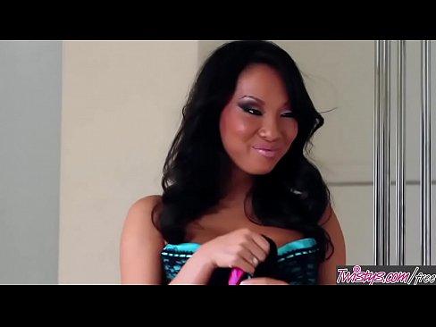 Twistys - She Needs A Little Cheering Up - Breanne Benson,Asa Akira