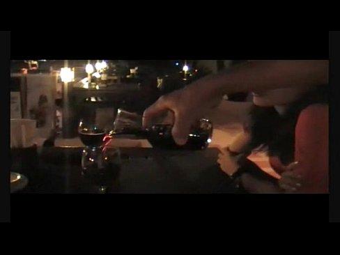 酒吧遇美女,請她喝杯酒然後就開房去了..約炮真容易~