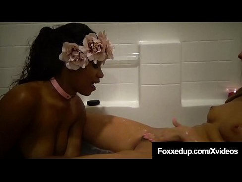 Black Babe Jenna Foxx & Ryan Riesling Suck A Cock In The Tub