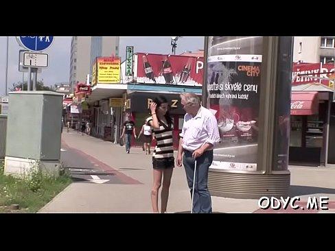 Horny jeune fille donne un vieux stud belle pipe et baise - XVIDEOS.COM
