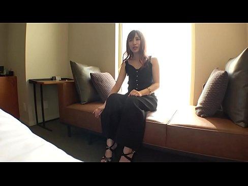 【初撮り】【関西弁ギャル】【美白モデル体型】明るい雰囲気の素人ギャル。実は経験少なめ。人生で初めて尽くしの体験に驚きっぱなし。 ネットでAV応募→AV体験撮影 1032