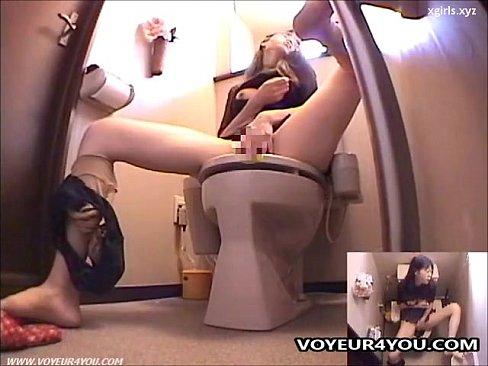 Japanese Lady In Toilet Masturbation - XVIDEOS.COM
