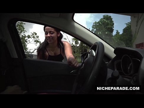 NICHE PARADE - Flashing My Dick At This Precious Latin Cutie And She Liked It