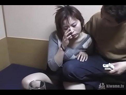 NTR!カラオケBOXで彼氏の前で他人チンポに中出しされる女!