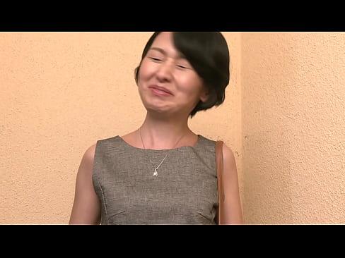 「20歳でデキ婚してそれからずっと専業主婦。」松原昭代さん50歳。まさか30歳になる娘さんがいるようには思えないがれっきとした3児の母。「昔は結婚願望が凄く強くて、友人の紹介で知り合った公務員の主人とすぐに子供を作って結婚したんです。でも子供たちもみんな成人して自分も50になってみたら、なんだか社会人経験がないことがすごく勿体ないことに思えてきたんです