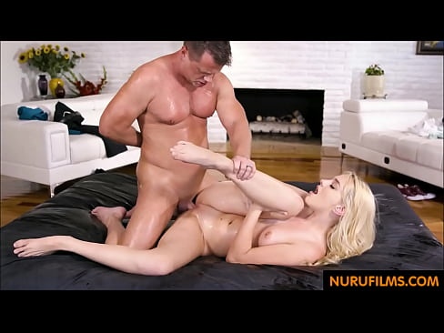 Lonely Daddy fucks daughter(娘) after massage