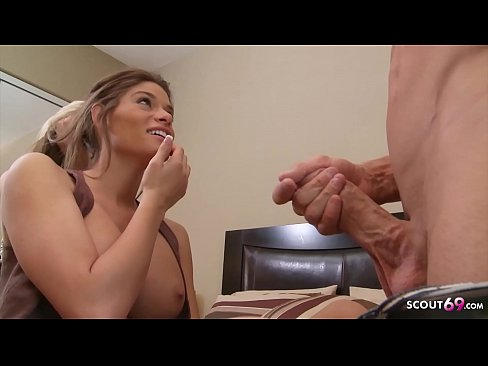 Two Desperate Housewifes made Date with Guy for FFM 3some