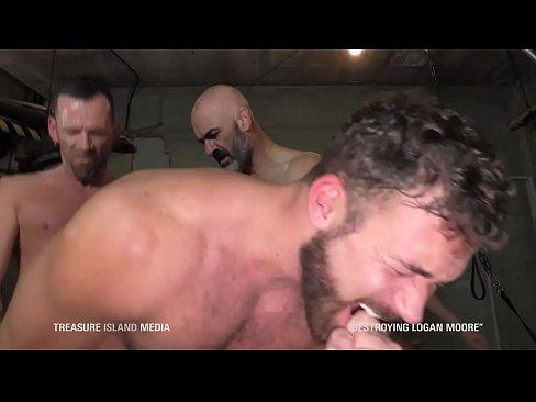 Hardcore dungeon gangbang breeding muscle slut