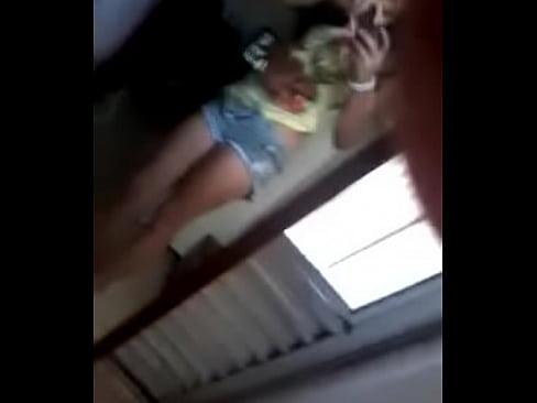 Chica frente al espejo se desnuda y se graba y me manda el video - XNXX.COM