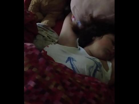 Groping sleeping sister [0:21x250p]->