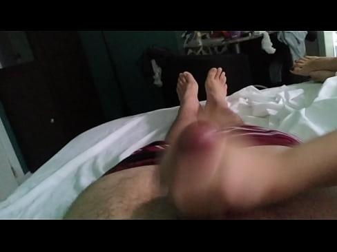 Teen gives a handjob to boyfriend novinha batendo uma pro namorado pau gostoso sendo masturbado cum gozada big dick big cock oil safada punheta gostosa