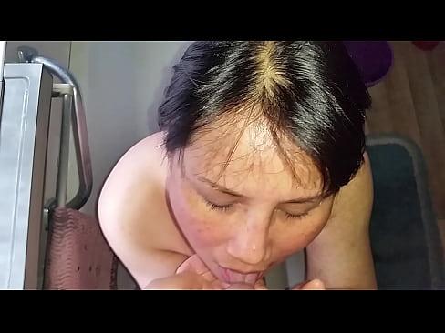 Thai Hooker Sonya drinks piss