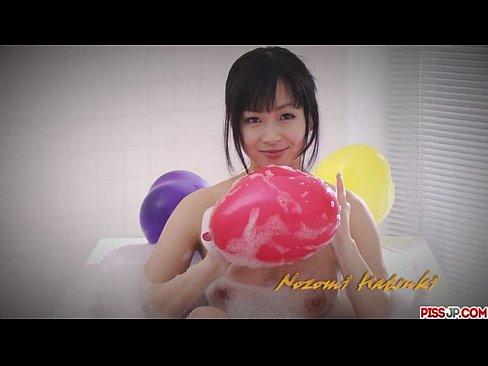 【無修正】豪快な潮吹きオナニーを魅せつけるスレンダー美熟女! | おまんこ倶楽部