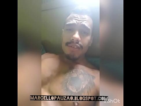 Marcelo pauzao batendo e gozando na cama