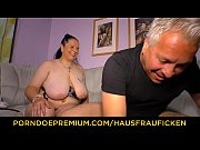 hausfrau ficken - tattooed german housewife gets cum.