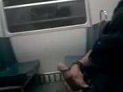 masturbacion en el transporte publico metro.