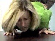 une secretaire se fait baiser par.