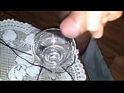 グラスにザーメン注ぐとこ接写 水っぽい射精