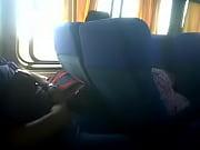 mujer le manosea a tio bigoton en Bus.3GP