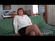 Mature francaise poilue defoncee et fistee par un jeunot
